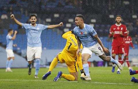 Jesus (số 9) và đồng đội đủ sức đánh bại Liverpool ngay tại Anfield đêm nay