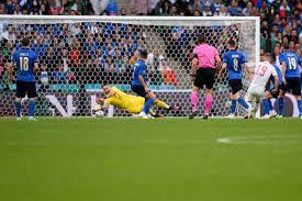 Tây Ban Nha (áo trắng) đã áp đảo trước Italia ở bán kết EURO 2020 nhưng lại thua trên chấm luân lưu